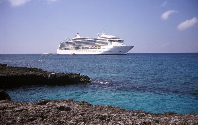 cruise-ship-1403462.jpg